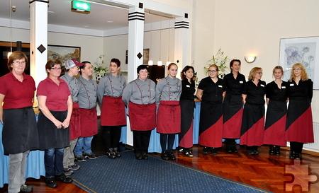 Die Küchen- und Servicekräftefreuten sich am Ende Veranstaltung über verdienten Beifall. Foto: Reiner Züll/pp/Agentur ProfiPress