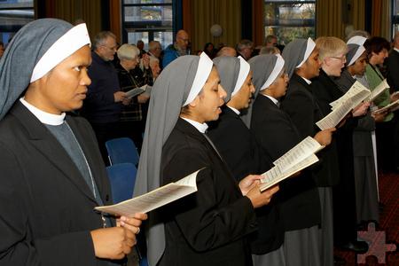 Ordensschwestern beim Gesang in der Dankesmesse zum Ordensge-denktag der Communio in Christo. Foto: Paul Düster/pp/Agentur Profi-Press
