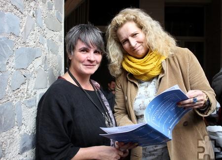 Tina Seynsche (rechts, hier mit der Helferin Klaudia Esser) koordiniert die Flüchtlingshilfe in Sistig. Foto: Alice Gempfer/pp/Agentur ProfiPress