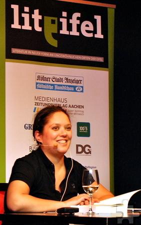 Ungeniert, ehrlich und witzig: So präsentierte sich die in Berlin lebende Autorin Jacinta Nandi bei der Lit.Eifel in St. Vith. Foto: Renate Hotse/pp/Agentur ProfiPress