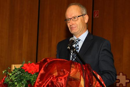 Bürgermeister Dr. Hans-Peter Schick gehörte auch zu den Gästen beim Ordensgedenktag der Communio in Christo. Er bedankte sich bei der Gemeinschaft, die sich um Kranke und Sterbende kümmert und auch die Mechernicher Tafel und die Stadt Mechernich bei der Betreuung von Flüchtlingen unterstützt. Foto: Paul Düster/pp/Agentur ProfiPress