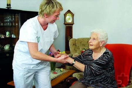 Senioren sind in Sachen Betreuung und Pflege in Mechernich gut auf-gehoben, zum Beispiel mit den Hilfen durch den VIVANT-Pflegedienst. Foto: VIVANT/pp/Agentur ProfiPress
