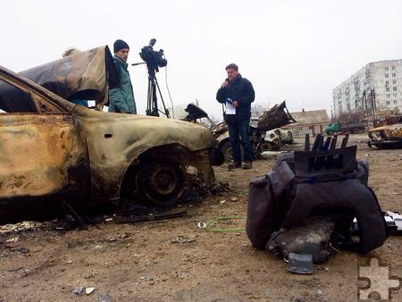 Nach einem Raketenbeschuss durch Separatisten, bei dem Dutzende Zivilisten ums Leben kamen, berichtet Udo Lielischkies live am Stadtrand von Mariupol. Foto: ARD
