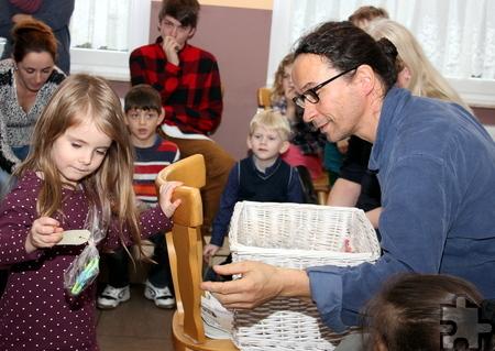 Nach dem gemeinsamen Singen gab's für alle Kinder Geschenke. Foto: Alice Gempfer/pp/Agentur ProfiPress
