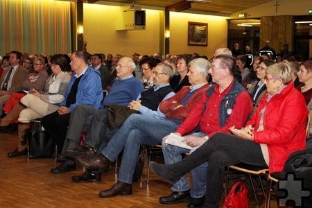 Über 350 Kaller, darunter auch vielen Kommunalpolitiker sowie einige Unternehmer aus dem Gewerbegebiet, nutzen die Gelegenheit, sich aus erster Hand zu informieren. Foto: Alice Gempfer/pp/Agentur ProfiPress