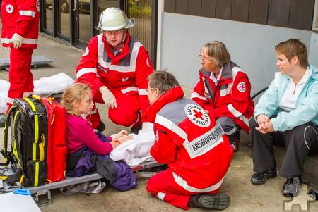 In ihrem Ehrenamt hat Irmgard Bünder (2. von rechts, hier bei einer Übung) vielen Menschen in Krisensituationen helfen können. Foto: Simon Jägersküpper/DRK/pp/Agentur ProfiPress