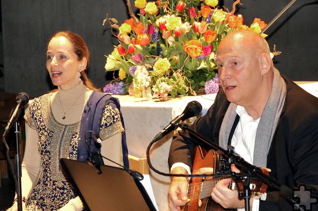 """Das Duo """"Shanti Omkara"""" kommt am Samstag, 14. Mai, mit meditativer Musik ins Seminarhaus """"Lichtraum Eifel"""" in Blankenheim-Rohr. Foto: Catharina Roland/pp/Agentur ProfiPress"""
