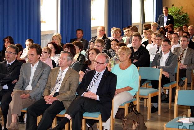 Der Elisabethsaal im Mechernicher Krankenhaus war zum Festakt der Zertifizierung voll besetzt. Foto: Steffi Tucholke/pp/Agentur ProfiPress