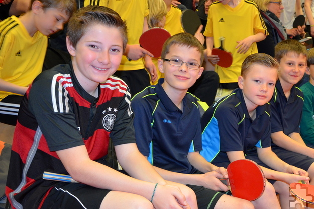Verschnaufpause für die Tischtennis-Cracks der 5d am GAT: Fabio Krosch, Jonas Bochem, Bastian Paulsen und Louis Kauffmann zeigten beeindruckende Leistungen. Foto: Michael Schmitz/GAT/pp/Agentur ProfiPress