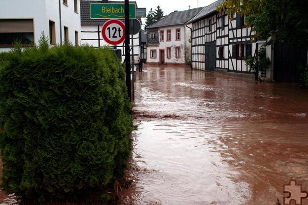 Der Bleibach trat über die Ufer. In Scheven standen die Straßen unter Wasser. Foto: Privat/pp/Agentur ProfiPress