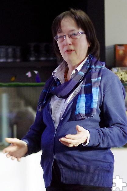Im Café Klösterchen informierte Veronika Neumann über die Situation der Flüchtlinge in Blankenheim und erklärte, wo noch Hilfe benötigt wird. Foto: Johannes Mager/pp/Agentur ProfiPress
