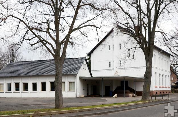 Das Ursprungsgebäude der Alten Schule von Bleibuir (rechts) stammt von 1892, die eingeschossige Oberklasse aus den 50er Jahren des 20. Jahrhunderts. Foto: Sarah Winter/pp/Agentur ProfiPress