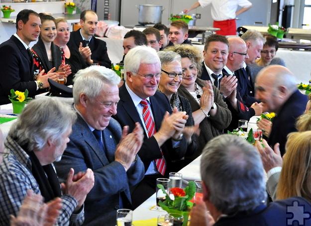 Bürgermeister Herbert Radermacher und Vertreter der Ratsfraktionen von CDU und Grünen waren der Einladung der Feuerwehr gefolgt. Foto: Reiner Züll/pp/Agentur ProfiPress