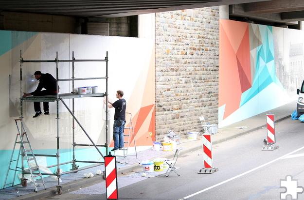 """Die ersten Motive zur Verschönerung der Unterführung für Autos hat die Firma """"Highlightz"""" aus Bonn bereits fertiggestellt. Foto: Steffi Tucholke/pp/Agentur ProfiPress"""