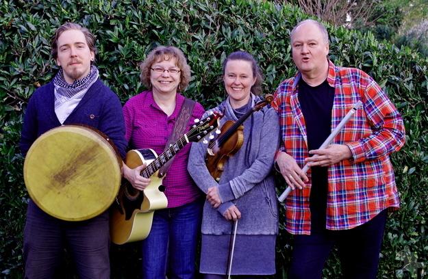 """Die vierköpfige Formation """"Folk and Fun"""" wird in Rinnen für irische Livemusik sorgen. Von links: Manuel Depryck, Petra Sprenger, Alessandra Steffen und Hubert Jost. Foto: privat/pp/Agentur ProfiPress"""