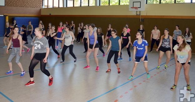 Die Oberstufenschüler konnten sich an sportlichen Aktivitäten wie beispielsweise Zumba oder Völkerball versuchen. Foto: HJK/pp/Agentur ProfiPress