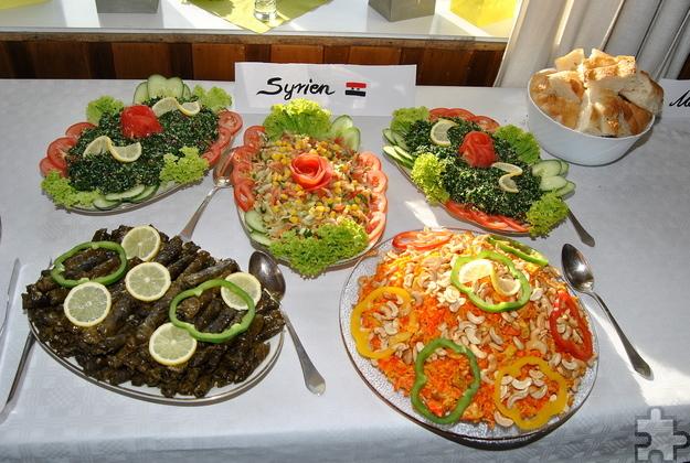 Auch optisch ein Genuss waren die Salate, die der syrische Koch Abdullah Taktak zubereitet und schön verziert hat. Foto: Renate Hotse/pp/Agentur ProfiPress