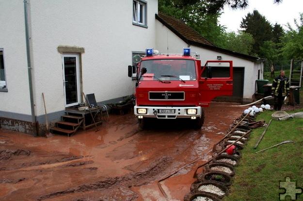 Kaller Gemeindefeuerwehr im Pumpeinsatz. Foto: Privat/pp/Agentur ProfiPress