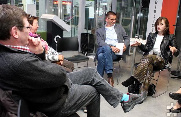 Im Gespräch gab Kat Kaufmann (rechts) interessante Einblicke in ihr Leben und ihre Arbeit als Schriftstellerin. Foto: Steffi Tucholke/pp/Agentur ProfiPress