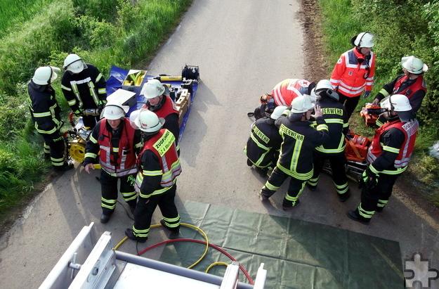 Die Übungsbeobachter lobten im Anschluss an die Übung das besonnene Vorgehen der Einsatzkräfte. Foto: Achim Nießen/pp/Agentur ProfiPress