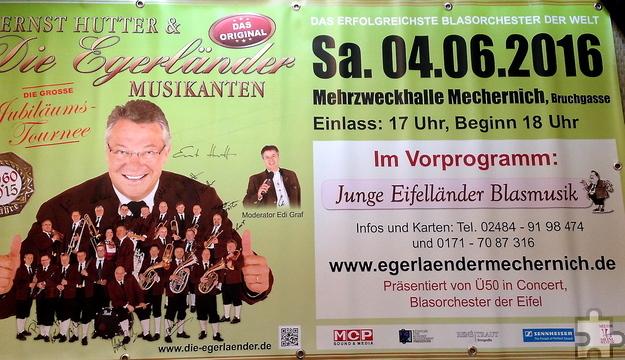 Dieses Banner mit den Autogrammen der Original Egerländer Musikanten wird am Konzertabend, Samstag, 4. Juni verlost. Foto: Privat/pp/Agentur ProfiPress