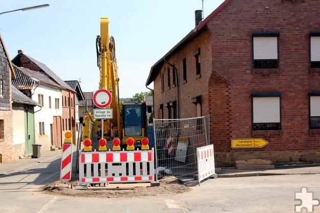 Von Montag, 11. Juli an muss die Zieveler Straße ab der Kreuzung mit der Wachendorfer Straße in Richtung Rißdorf wegen der Kanalsanierung bis voraussichtlich 23. August gesperrt werden. Foto: Thomas Schmitz/pp/Agentur ProfiPress