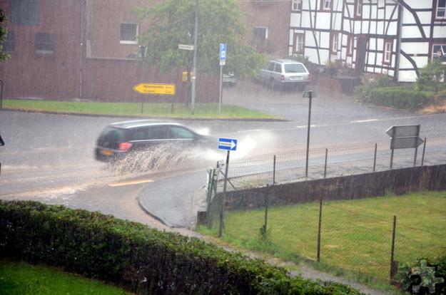 Sintflutartige Regenfälle und Hagel lösten die Wetterkatastrophe am Mechernicher Bleiberg aus. Foto: Sarah Winter/pp/Agentur ProfiPress
