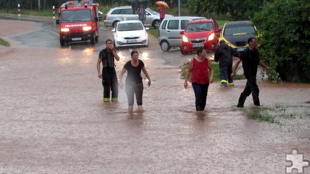 Auch bei der neuesten Wetterkatastrophe hielten die Menschen im Stadtgebiet Mechernich zusammen, hier am Dorfgemeinschaftshaus Alte Turnhalle in Lückerath. Foto: Sabine Roggendorf/pp/Agentur ProfiPress