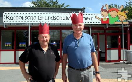 Nicht nur Schulleiter Willy Gemünd (r.) ist seit dem 1. September 1991 an der KGS Kommern, sondern auch der Lehrer Karl Frohn, der jüngst erst wieder eine erste Klasse übernommen hat. Foto: Thomas Schmitz/pp/Agentur ProfiPress