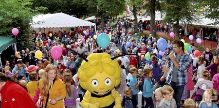 Zahlreiche Gäste wie hier beim Auftritt von Biene Maja und Uwe Reetz im vergangenen Jahr erwarten die Organisatoren auch in diesem Jahr zur Lückerather Kinderkirmes am Sonntag, 18. September. Archivfoto: Reiner Züll/pp/Agentur ProfiPress