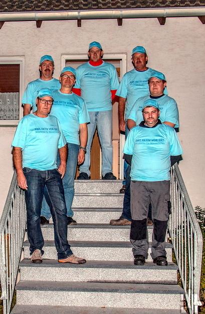Im Herbst vergangenen Jahres erneuerten die Mitglieder der Löschgruppe Lorbach zwei Zugangstreppen am Feuerwehrgerätehaus. Unser Foto zeigt die ehrenamtlichen Handwerker, die dafür 60 Stunden ihrer Freizeit opferten.  Foto: Löschgruppe Lorbach/pp/Agentur ProfiPress