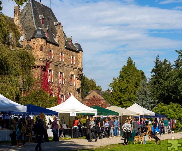 Die Burg Satzvey ist am Montag, 3. Oktober (Tag der deutschen Einheit) malerische Kulisse für den 3. Herbst- und Reitermarkt. Foto: Mario Kaspers/pp/Agentur ProfiPress