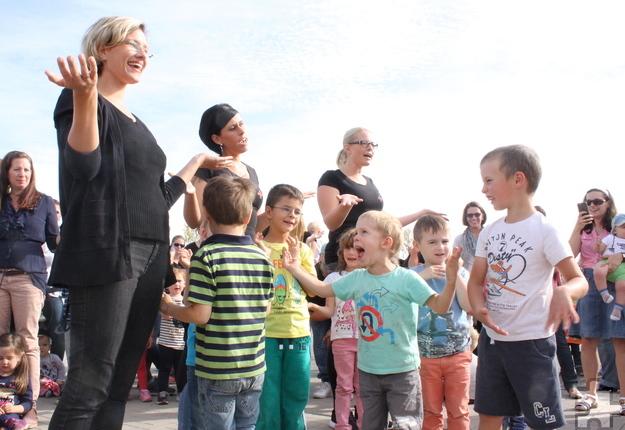 Zur Feier des Tages hatten die Kinder mit ihren Erzieherinnen ein Lied einstudiert. Foto: Steffi Tucholke/pp/Agentur ProfiPress