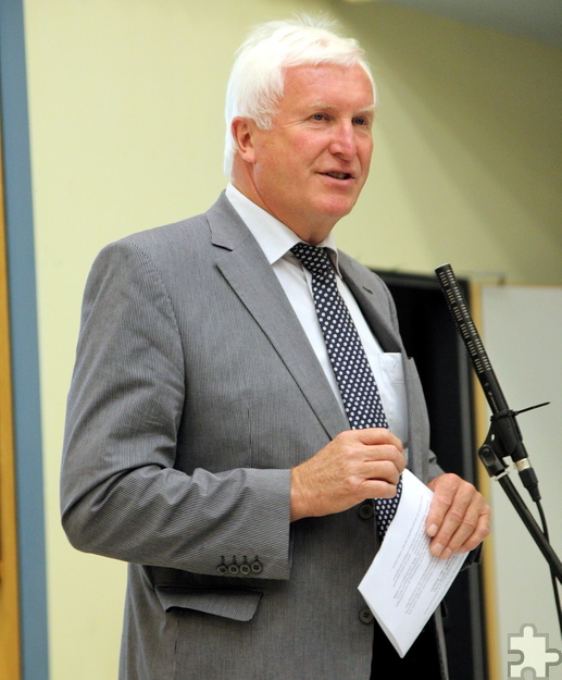 Bürgermeister Herbert Radermacher freute sich, dass das Thema Ortskernaufwertung nun Realität wird. Foto: Thomas Schmitz/pp/Agentur ProfiPress