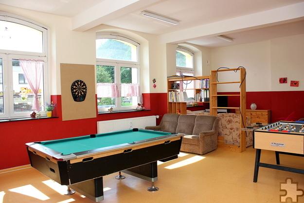 """Das Kaller Café """"Schüler"""" ist eine lebendige Begegnungsstätte: Mit durchschnittlich 32 Besuchern pro Tag gehört die Jugendeinrichtung zu den nachgefragtesten im Südkreis. Foto: Alice Gempfer/Gemeinde Kall/pp/Agentur ProfiPress"""