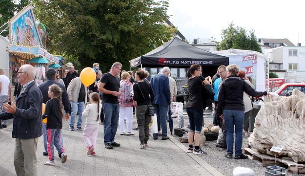Über 100 Aussteller aus den unterschiedlichsten Gewerben waren beim Mechernicher Brunnenfest vertreten. Foto: Steffi Tucholke/pp/Agentur ProfiPress