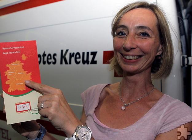 Referentin Petra Mittenzwei bildete die Mitglieder der Rotkreuz-Rettungshundestaffel aus Kall fort. Sie nahm ihnen Berührungsängste und gab den Rettern Handlungsempfehlungen. Foto: DRK/pp/Agentur ProfiPress