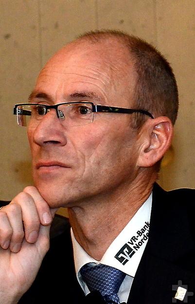Wolfgang Merten, der für das Filialnetz der VR-Bank Nordeifel verantwortliche Vorstand, stand heute Rede und Antwort zur Zusammenlegung von Niederlassungen in den Eifelkommunen Blankenheim, Hellenthal und Nettersheim. Foto: PP/Agentur ProfiPres