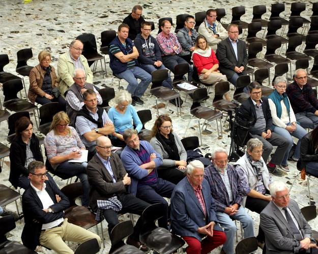 Rund 50 Kaller sind zur zweiten und letzten Bürgerwerkstatt in die Aula der Hauptschule erschienen, um aktiv an der Aufwertung des Ortskerns mitzuwirken. Foto: Thomas Schmitz/pp/Agentur ProfiPress