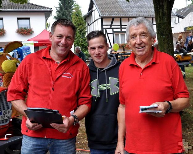 Moderierten das ganztägige Programm der berühmten Kinderkirmes im Mechernicher Stadtteil Lückerath (von links): Rolf Meyer, Felix Lang und Willi Greuel. Foto: Reiner Züll/pp/Agentur Profipress