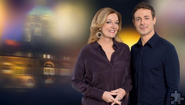 """Bettina Tietjen, hier im Rahmen der NDR-Talkshow """"Bettina und Bommes"""" mit ihrem Talkpartner Alexander Bommes, kann nicht, wie geplant, am 21. Oktober in Prüm lesen. Foto: NDR/Oliver Reetz"""