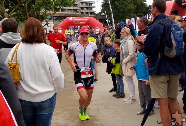 Joachim Grütjen, der Radspezialist im Kommerner Team, rettete sich trotz Sturzes und Verletzung ins Ziel. Foto: Privat/pp/Agentur ProfiPress