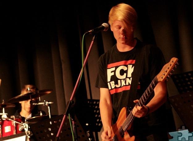 """Die Rockband """"Kontraste"""" um Sänger und Gitarrist Ezra Hamacher setzten den musikalischen Schlusspunkt hinter einen rundum gelungenen Abend. Foto: Carolin Daamen/pp/Agentur ProfiPress"""