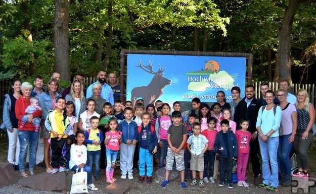 Mehrere Firmen aus dem Kreis Euskirchen ermöglichten 30 Flüchtlingskindern der Grundschule Mechernich einen unvergesslichen Tag im Hochwildpark Kommern. Foto: Renate Hotse/pp/Agentur ProfiPress