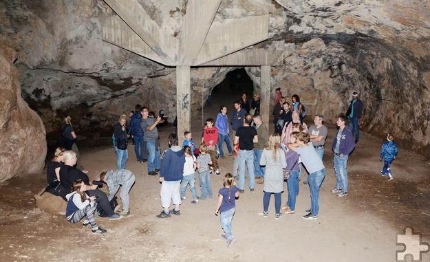 38 Kinder und 29 Erwachsene kamen zur Fledermausnacht in der Kakushöhle und warteten gespannt auf die nächtlichen Jäger. Foto: Sarah Winter/pp/Agentur ProfiPress