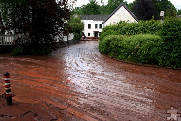 Die erst kürzlich bezogene alte Mühle (im Hintergrund) in Scheven wurde vom Hochwasser überschwemmt. Foto: Privat/pp/Agentur ProfiPress