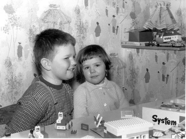 Ein typisches Kinderzimmer der Wirtschaftswunderzeit. Kindertapete an der Wand, Legosteine auf dem Tisch. Foto: LVR-Freilichtmuseum/pp/Agentur ProfiPress