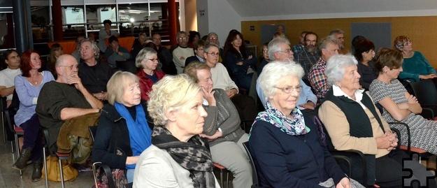 Fast andächtig lauschte das Publikum dem Wechsel aus Geschichten und Musik. Foto: Manfred Lang/pp/Agentur ProfiPress