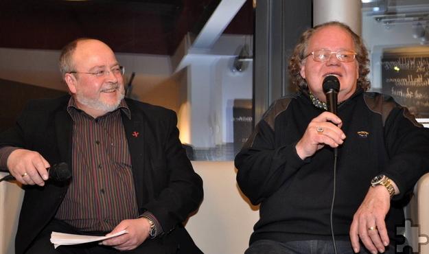 """Vor fünf Jahren war Helmut Steingass, hier mit Moderator Manfred Lang, zu Gast bei der beliebten Veranstaltungsreihe """"Talk im Bahnhof"""" im Mechernicher Bahnhof. Foto: pp/Agentur ProfiPress"""