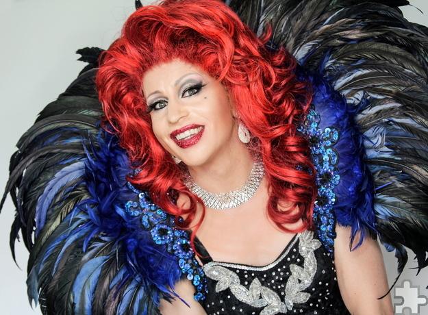 """Mal frech, mal frivol und mit viel Humor will """"Regina Red"""" alias René Schaffrath am Samstag, 5. November, die Gäste bei der Travestie-Show im Saal Gier unterhalten. Foto: Veranstalter/pp/Agentur ProfiPress"""